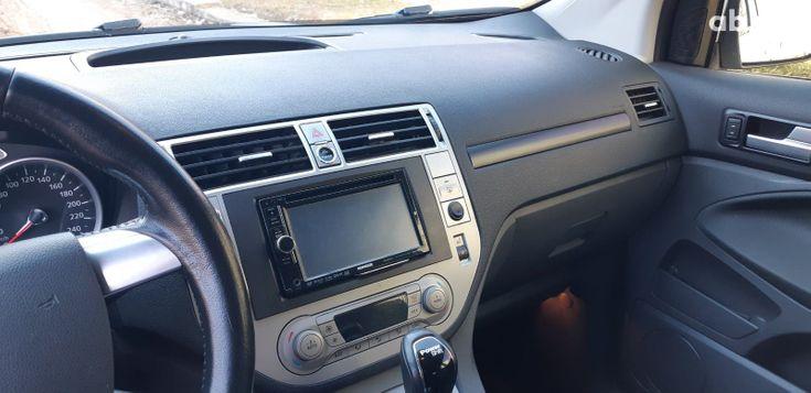 Ford Kuga 2011 белый - фото 7