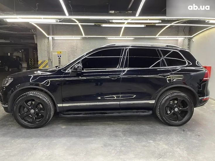Volkswagen Touareg 2018 черный - фото 10