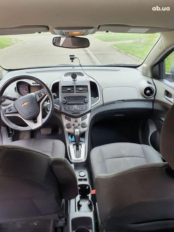 Chevrolet Aveo 2012 серый - фото 8