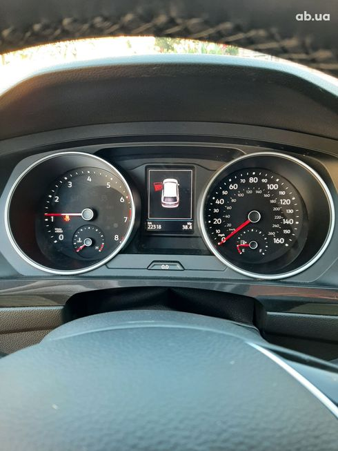 Volkswagen Tiguan 2018 серый - фото 19
