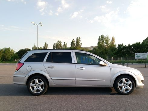 Opel Astra 2007 серебристый - фото 4