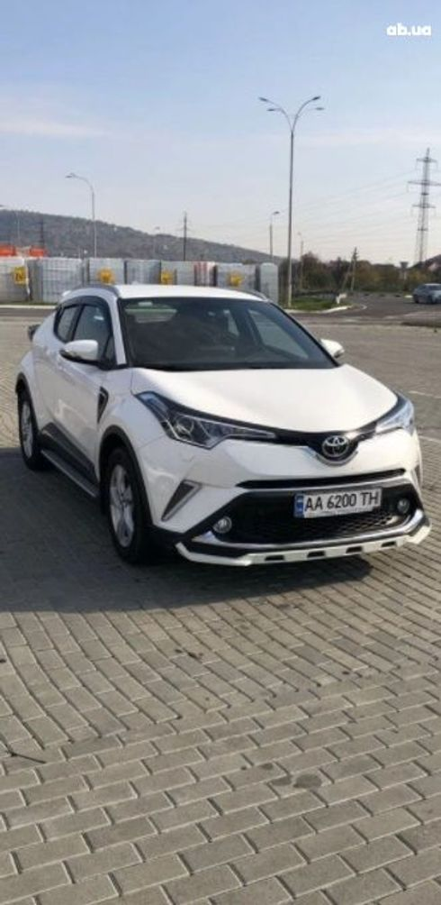 Toyota C-HR 2018 белый - фото 1