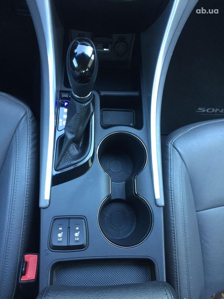 Hyundai Sonata 2011 черный - фото 8