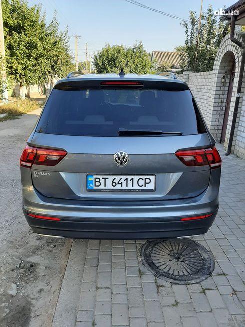 Volkswagen Tiguan 2018 серый - фото 2