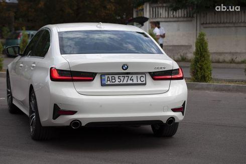 BMW 3 серия 2019 белый - фото 2