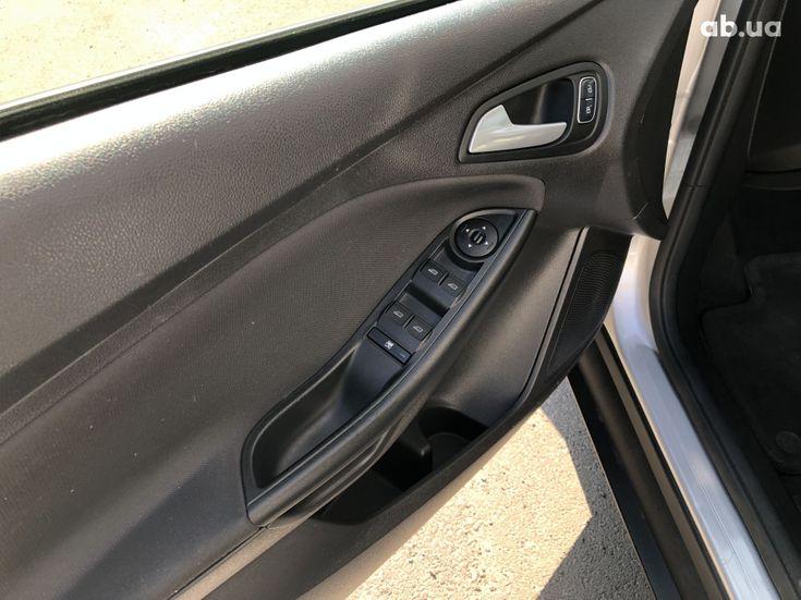 Ford Focus 2017 серебристый - фото 9