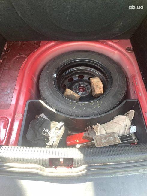 Volkswagen Bora 2004 красный - фото 9