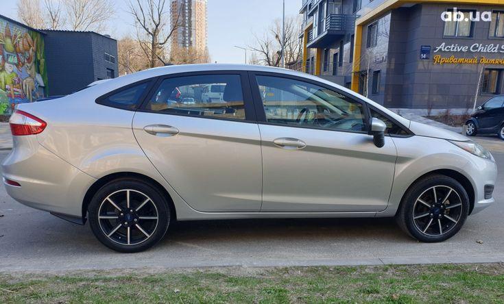 Ford Fiesta 2018 серебристый - фото 4
