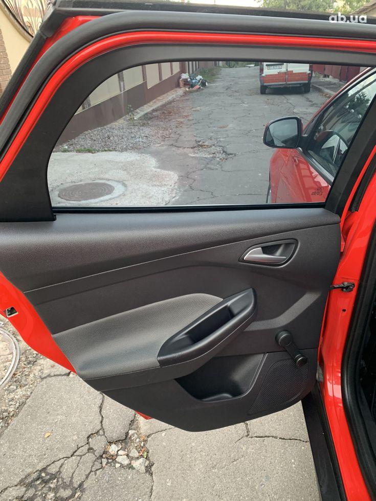Ford Focus 2011 красный - фото 15