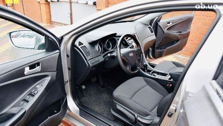 Hyundai Sonata 2011 серый - фото 14