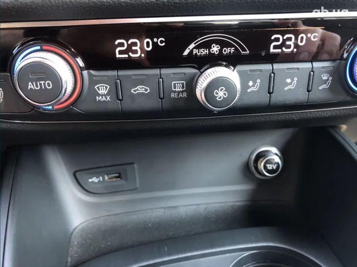 Audi A3 2018 белый - фото 17