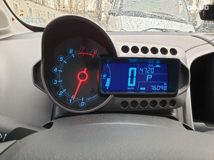 Chevrolet Aveo 2012 серый - фото 3