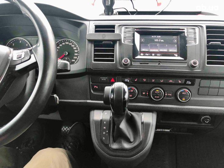Volkswagen Caravelle 2016 бежевый - фото 19