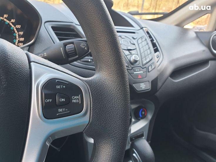 Ford Fiesta 2018 серебристый - фото 12