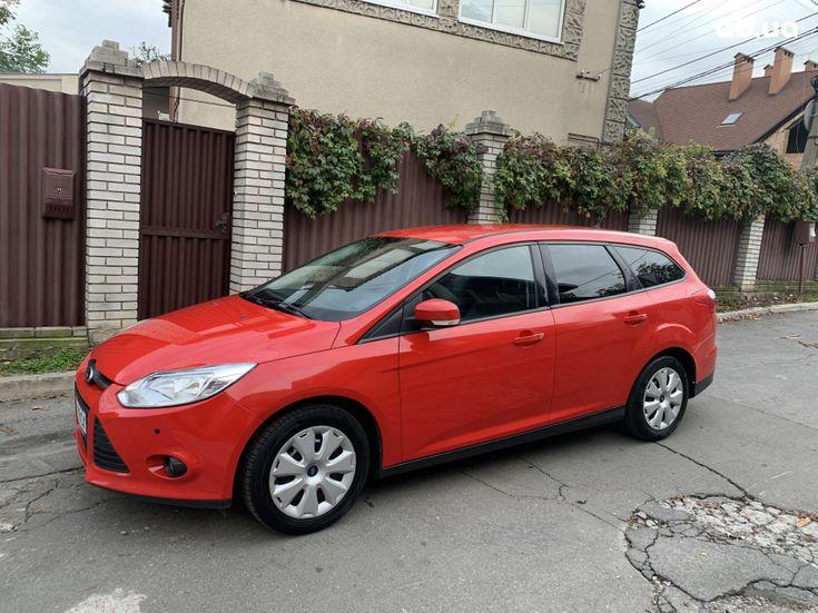 Ford Focus 2011 красный - фото 1