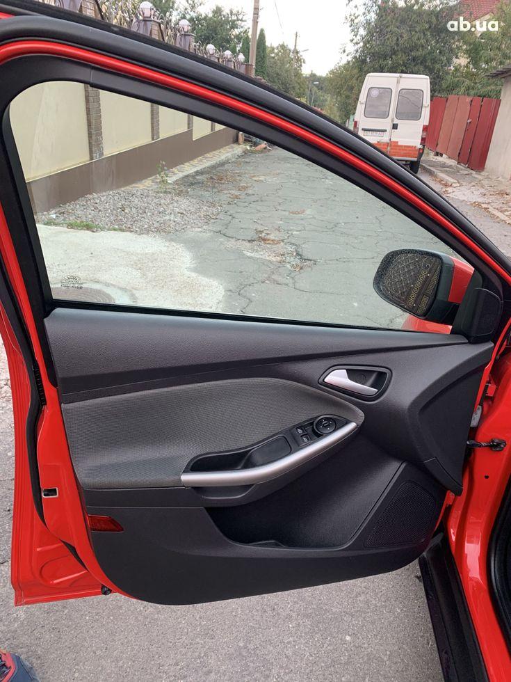 Ford Focus 2011 красный - фото 6