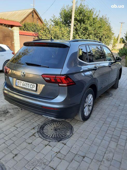Volkswagen Tiguan 2018 серый - фото 3