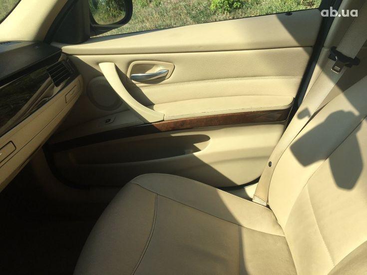 BMW 3 серия 2010 черный - фото 10
