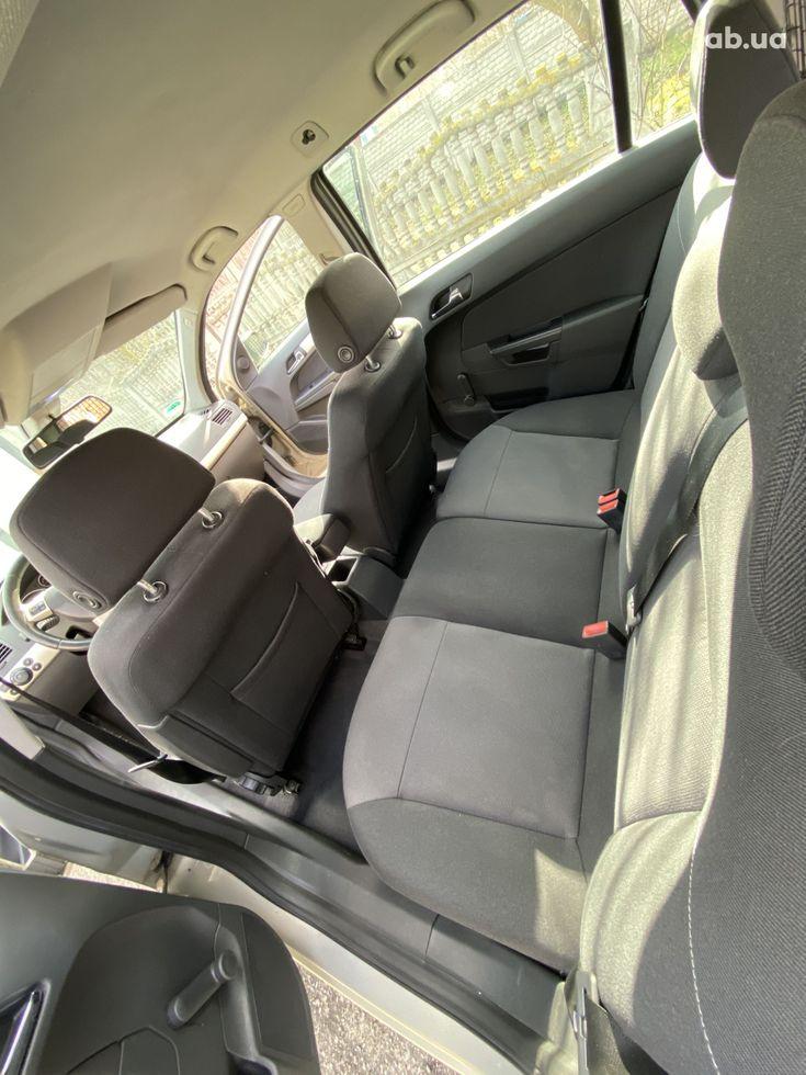 Opel Astra 2008 бежевый - фото 12