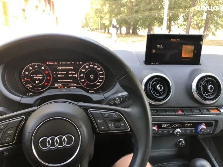 Audi A3 2018 белый - фото 13