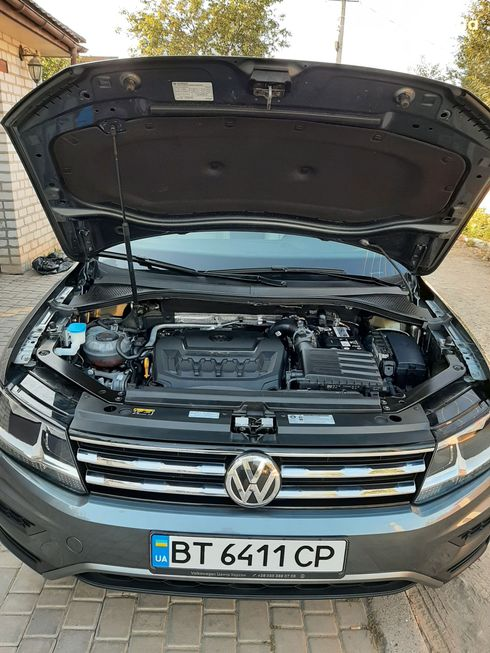 Volkswagen Tiguan 2018 серый - фото 17