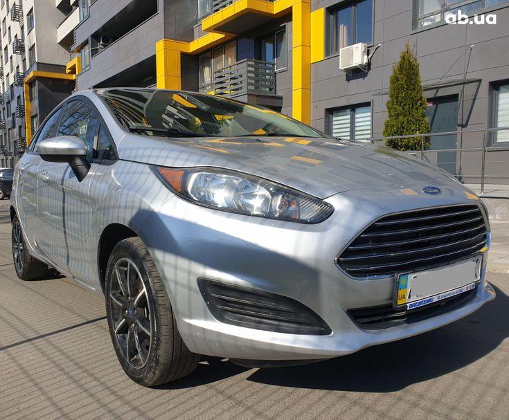 Ford Fiesta 2018 серебристый - фото 18