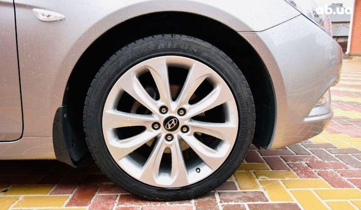 Hyundai Sonata 2011 серый - фото 15
