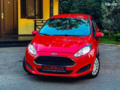 Ford Fiesta 2017 красный - фото 5