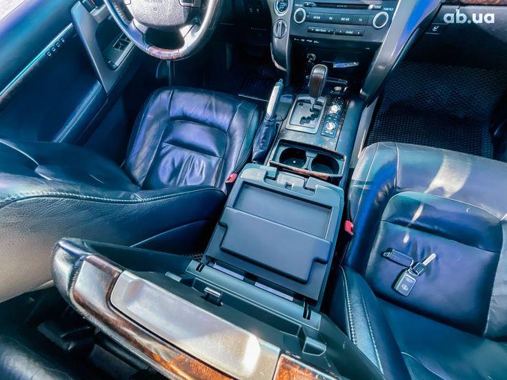 Toyota Land Cruiser 2011 черный - фото 3