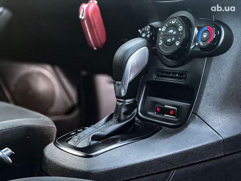 Ford Fiesta 2017 красный - фото 10