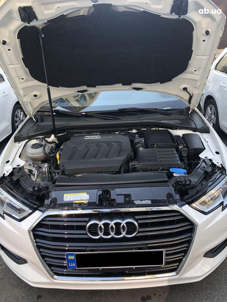 Audi A3 2018 белый - фото 6