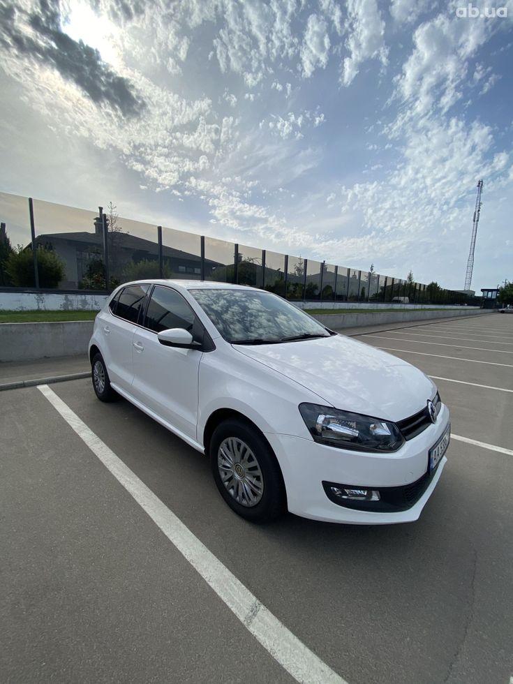 Volkswagen Polo 2013 белый - фото 4