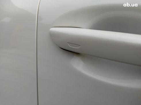 Mazda 3 2019 белый - фото 10