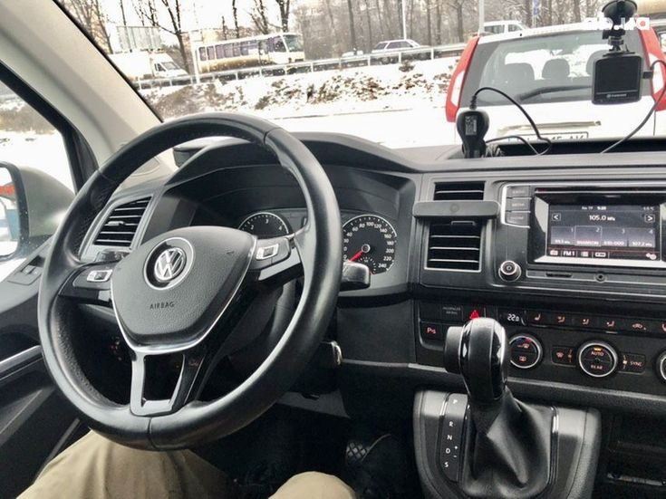 Volkswagen Caravelle 2016 бежевый - фото 11