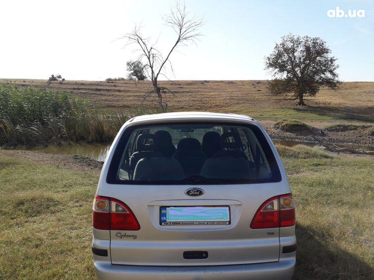 Ford Galaxy 2004 серебристый - фото 7