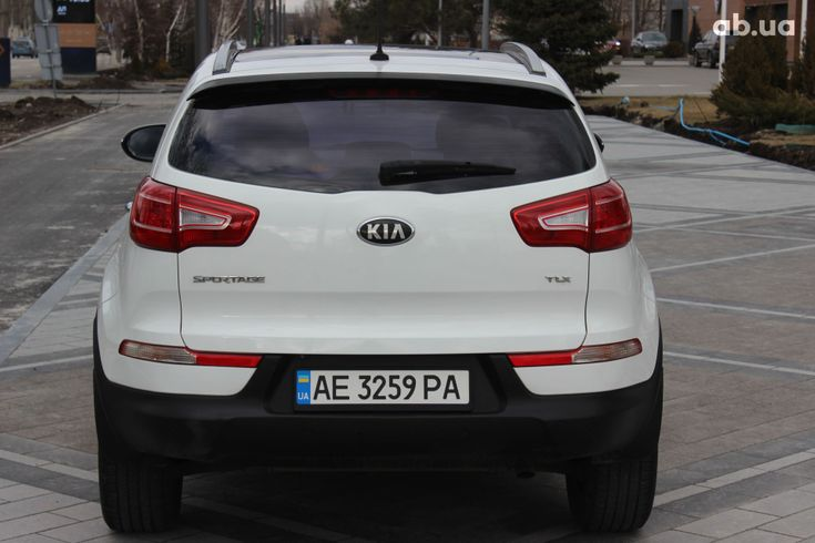 Kia Sportage 2013 белый - фото 5