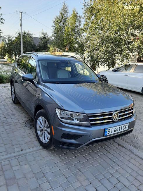 Volkswagen Tiguan 2018 серый - фото 6