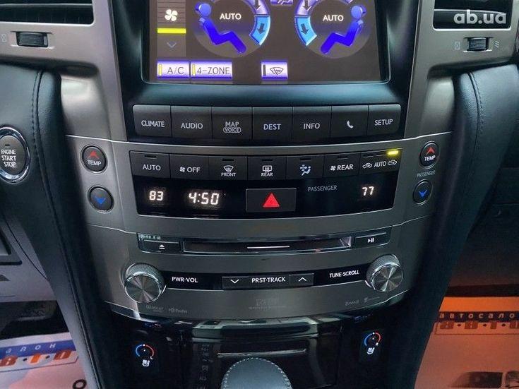 Lexus LX 2013 белый - фото 14