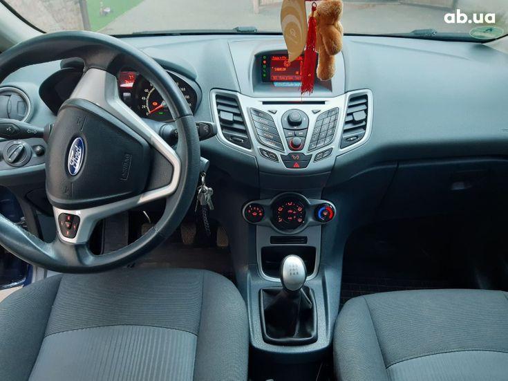 Ford Fiesta 2011 синий - фото 12