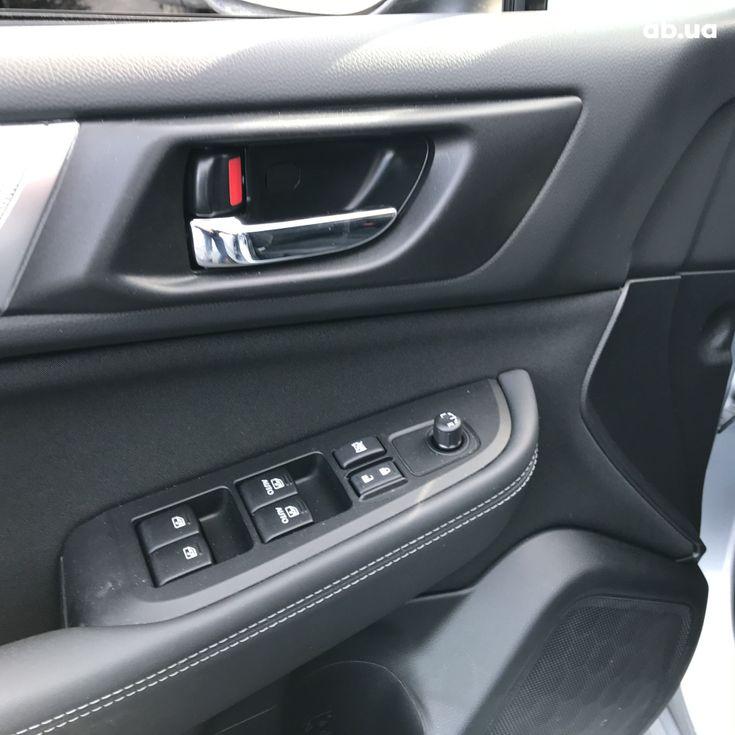Subaru Legacy 2019 серебристый - фото 6