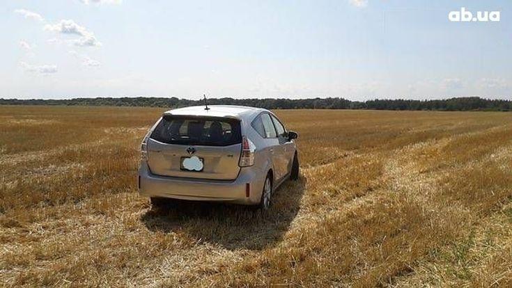 Toyota Prius 2011 серый - фото 13