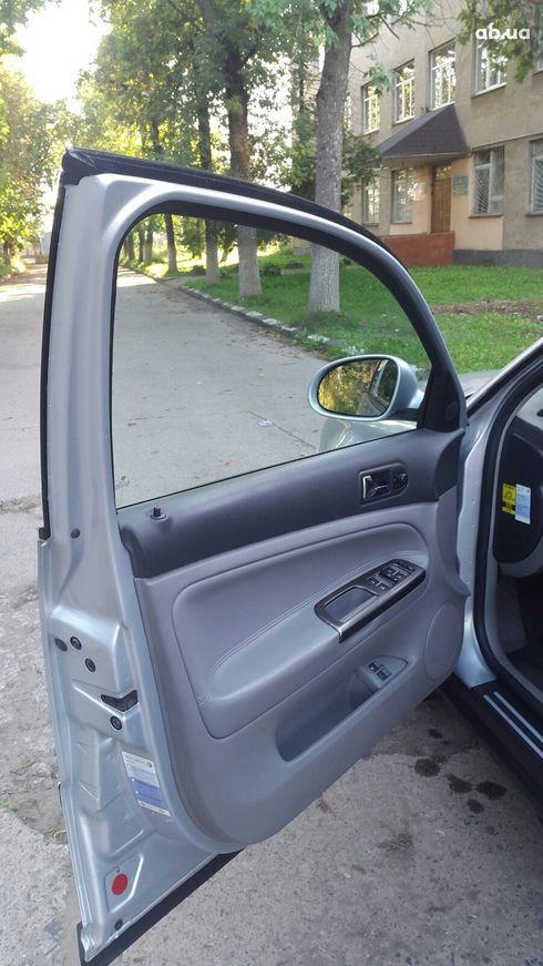 Volkswagen Passat 2003 серебристый - фото 11