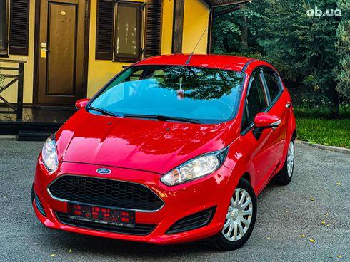 Ford Fiesta 2017 красный - фото 3