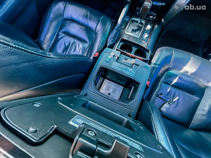 Toyota Land Cruiser 2011 черный - фото 2