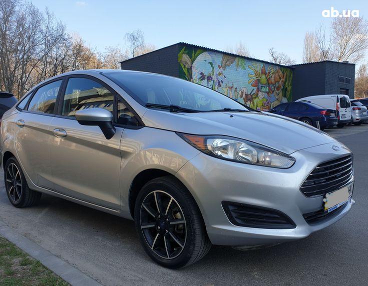 Ford Fiesta 2018 серебристый - фото 2