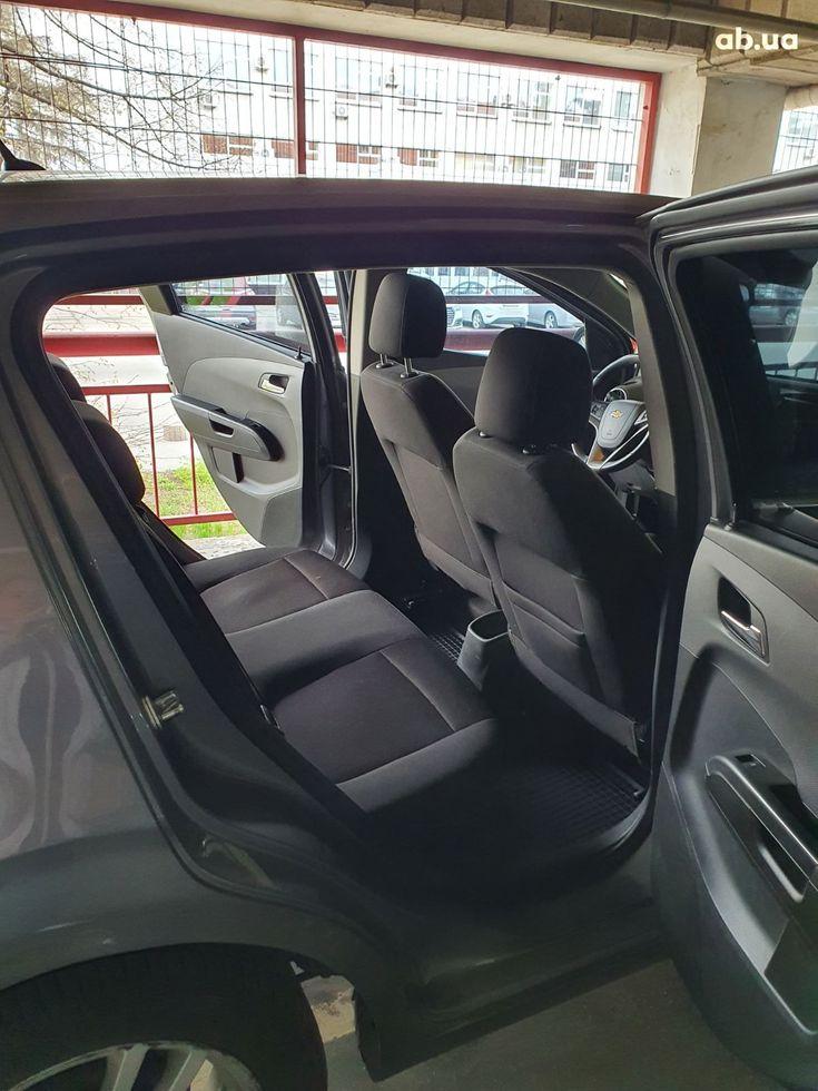 Chevrolet Aveo 2012 серый - фото 9