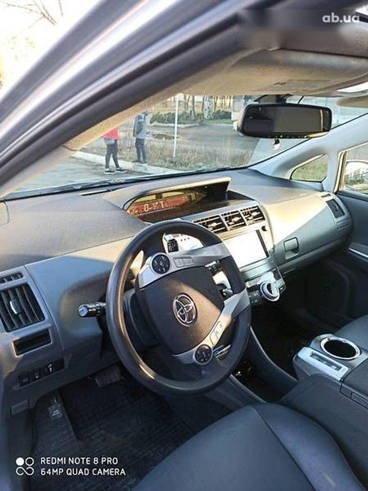 Toyota Prius 2011 серый - фото 5