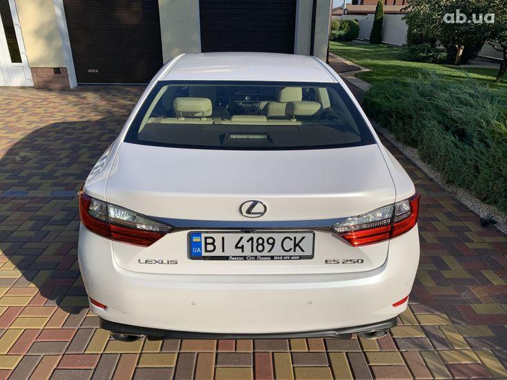 Lexus ES 2017 белый - фото 7
