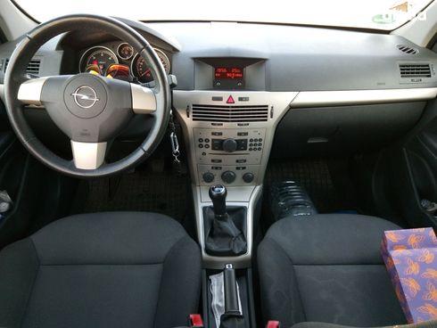 Opel Astra 2007 серебристый - фото 7