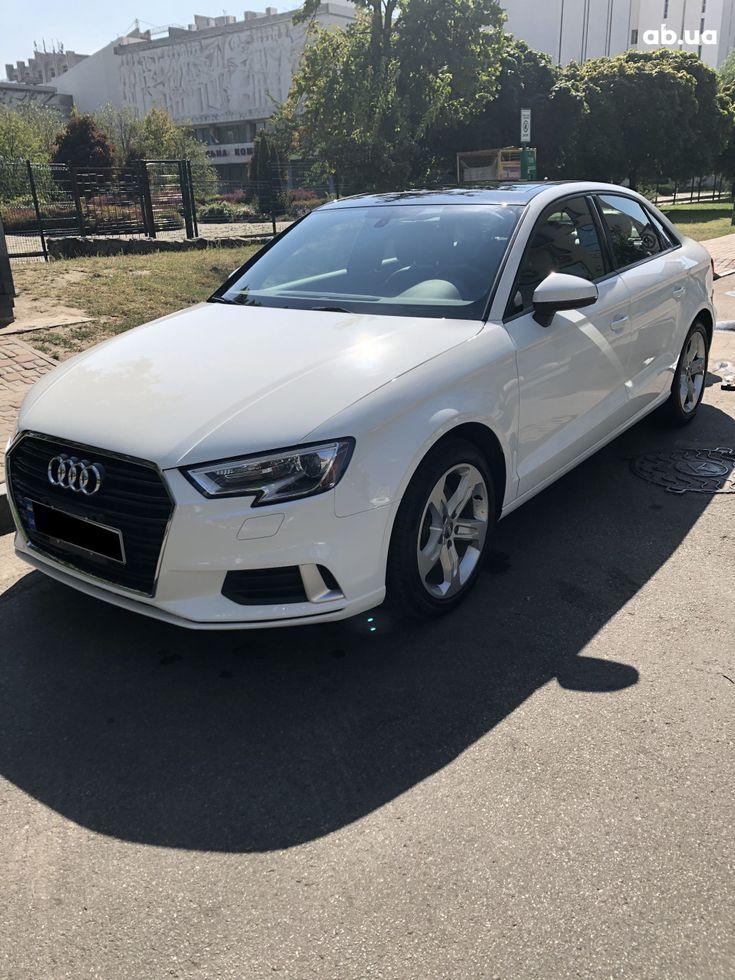 Audi A3 2018 белый - фото 2